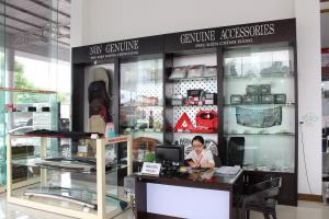 Khu vực trưng bày và tư vấn phụ kiện